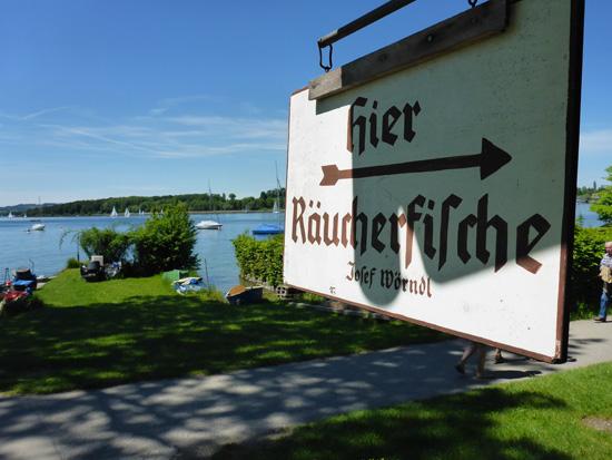 Direkt am See verkaufen die Chiemseefischer frischen Fisch (Bildquelle: T. Pfannkuch)