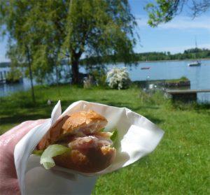 Frisch vom See in den Verkauf: geräuchertes Renken-Filet (Bildquelle: T. Pfannkuch)