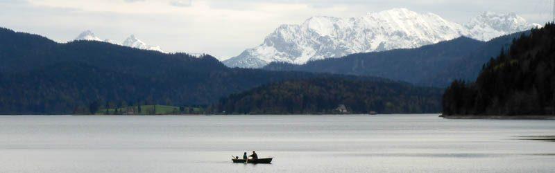 SUP-Tour am Walchensee: von Bergen umgeben