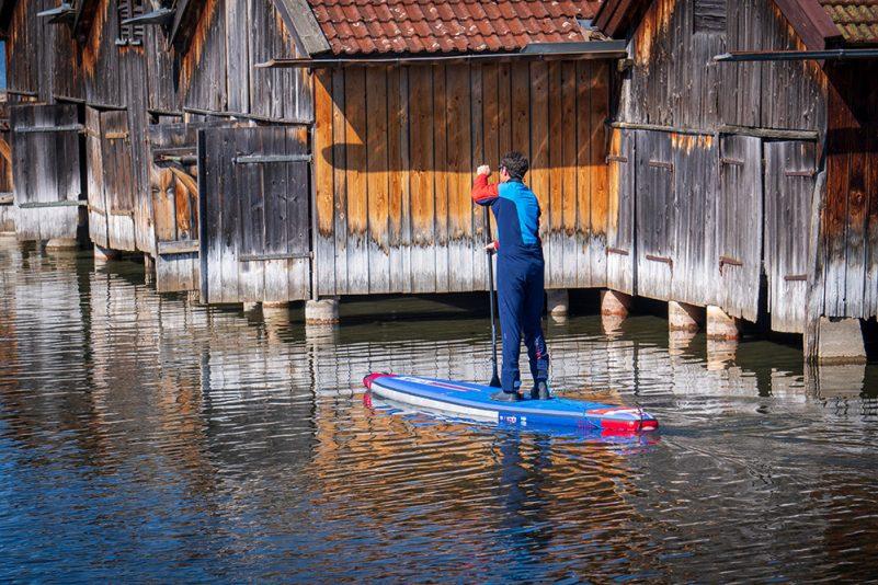 Mit der richtigen Ausstattung wird Stand Up Paddling auch im Herbst und Winter zu einem unvergesslichen Erlebnis. (Foto: W. Pfannkuch)