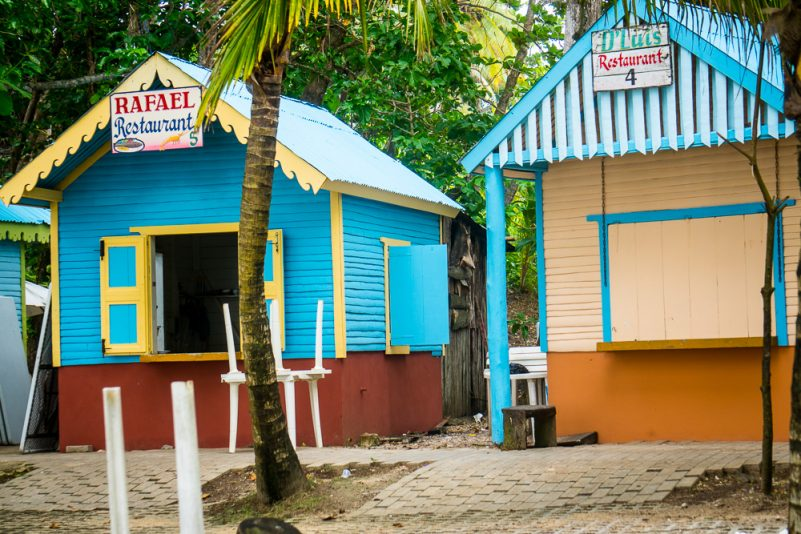Kochhütten an der Playa Grande (Foto: T. Pfannkuch)