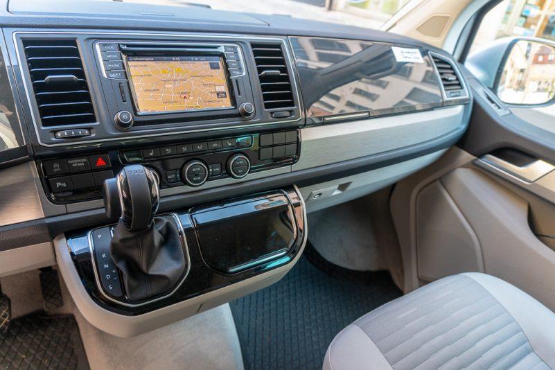 Navi, Automatik und allerlei Sonderausstattung beim VW T6 California Ocean von Roadsurfer (Foto: T. Pfannkuch)
