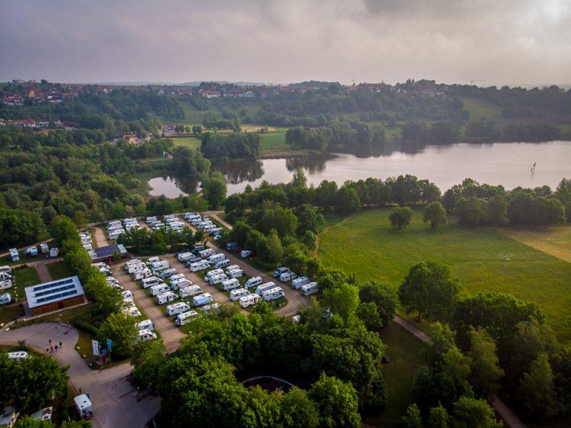 Wohnmobilstellplatz auf der Badehalbinsel Absberg am Kleinen Brombachsee (Foto: T. Pfannkuch)