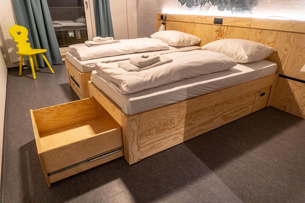 Praktisch und funktional: verschiebbare Betten mit zwei verschließbaren Schubfächern