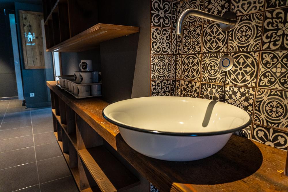 Ruhezone für Erwachsene mit Duschen und kostenlosem Leitungswasser