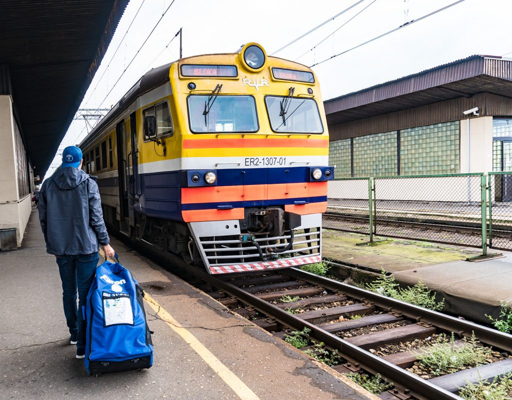 Mit dem SUP auf Reisen: Der Zug bringt uns nach in 30 Minuten von Riga nach Jūrmala (Foto: Alexandra Lattek)