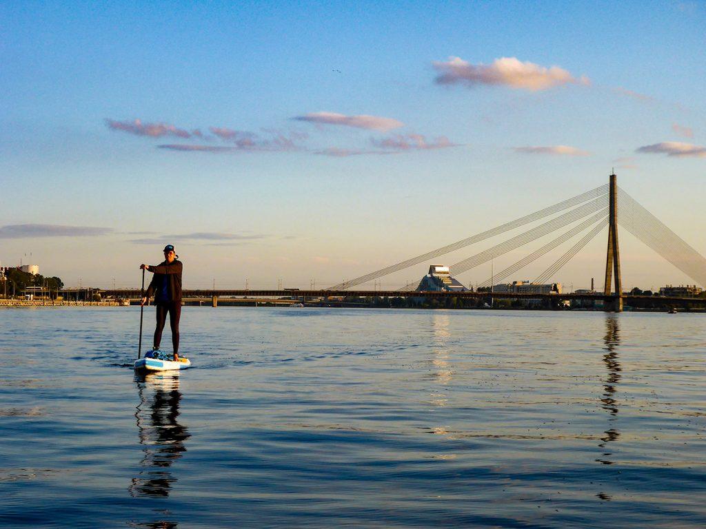 Entspanntes Paddeln auf der Daugava (Foto: Alexandra Lattek)