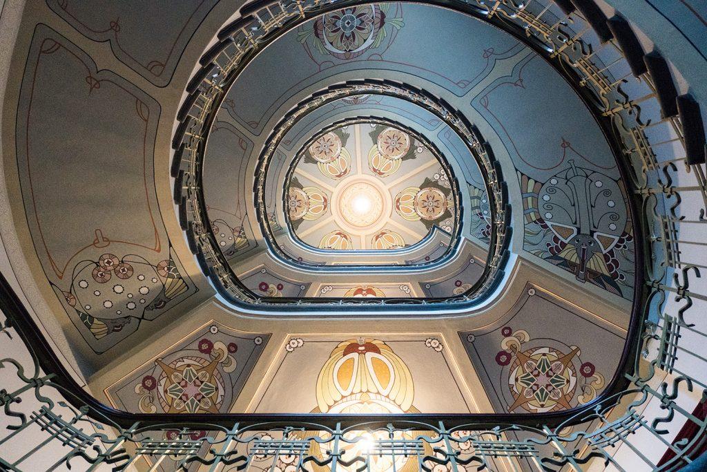 Das bezaubernde Treppenhaus im Jugendstilmuseum möchte ich am liebsten täglich hoch und runter