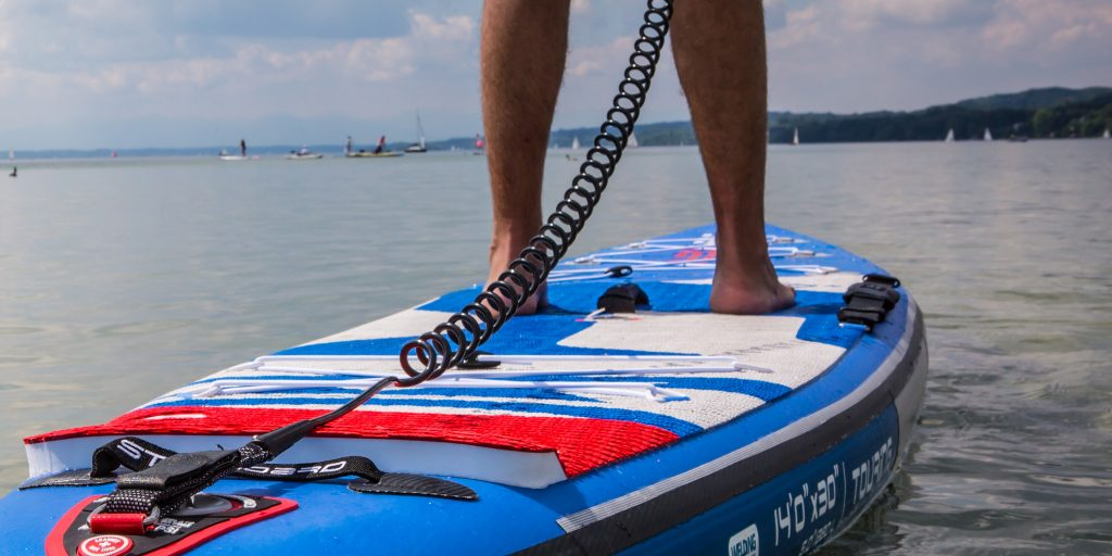 Coiled SUP Leash am SUP Board